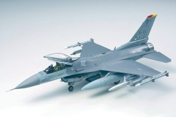 Byggmodell flygplan - F-16 CJ Fighting Falcon - 1:48 - Tamiya