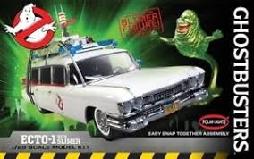 Byggmodell bil - Ghostbusters Ecto-1 with Slimer - 1:25 - Polar Lights