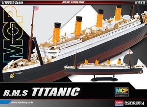Byggmodell båt - R.M.S.Titanic MCP 269mm, snap - 1:1000
