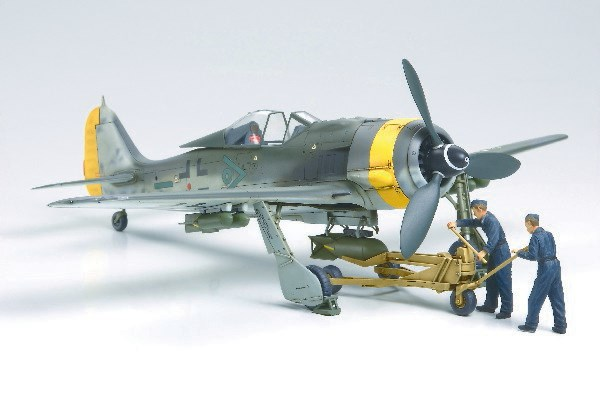 Byggmodell flygplan - Fw190F-8/9 w/bomb loading set - 1:48 - Tamiya