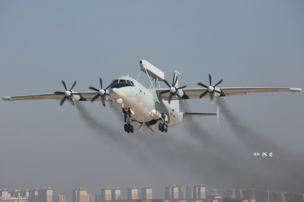 Byggmodell flygplan - Chinese KJ-200 - 1:144 - HobbyBoss