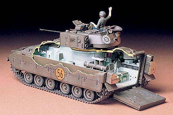 Byggmodell stridsfordon - U.S. M2 Bradley IFV 1:32 - Tamiya