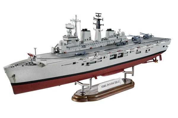 Byggmodell krigsfartyg -  Model Set HMS Invincible (Falkland War) - 1:700 - Revell