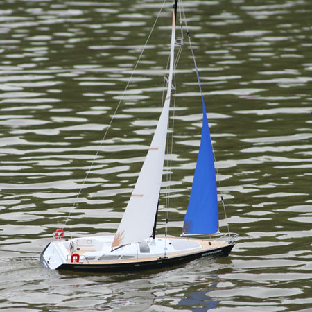 Radiostyrd segelbåt - Beili Discovery-II - Hybrid - 2,4GHz - RTR med motor