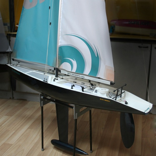 Radiostyrd segelbåt - Hurricane 1000 - 2,4GHz - RTR