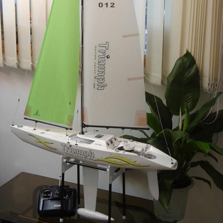 Demo - Radiostyrd segelbåt - Triumph 800  - RTR